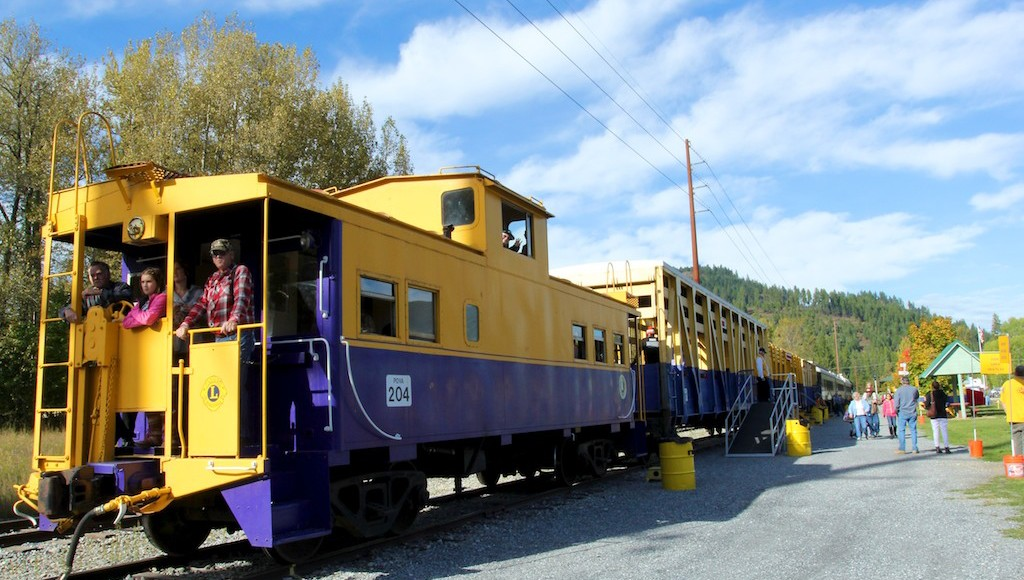 A train ride on the other side of the Selkirk Mountains
